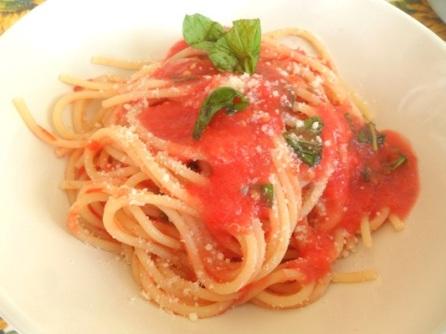 spaghetti-al-pomodoro-crudo